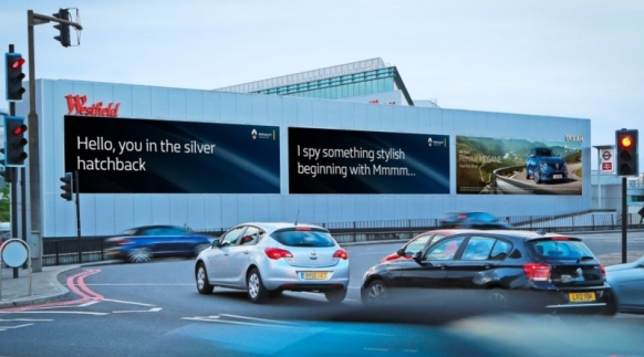 dss-2016-ocean_outdoor-holland-park-roundabout-campaign-renault